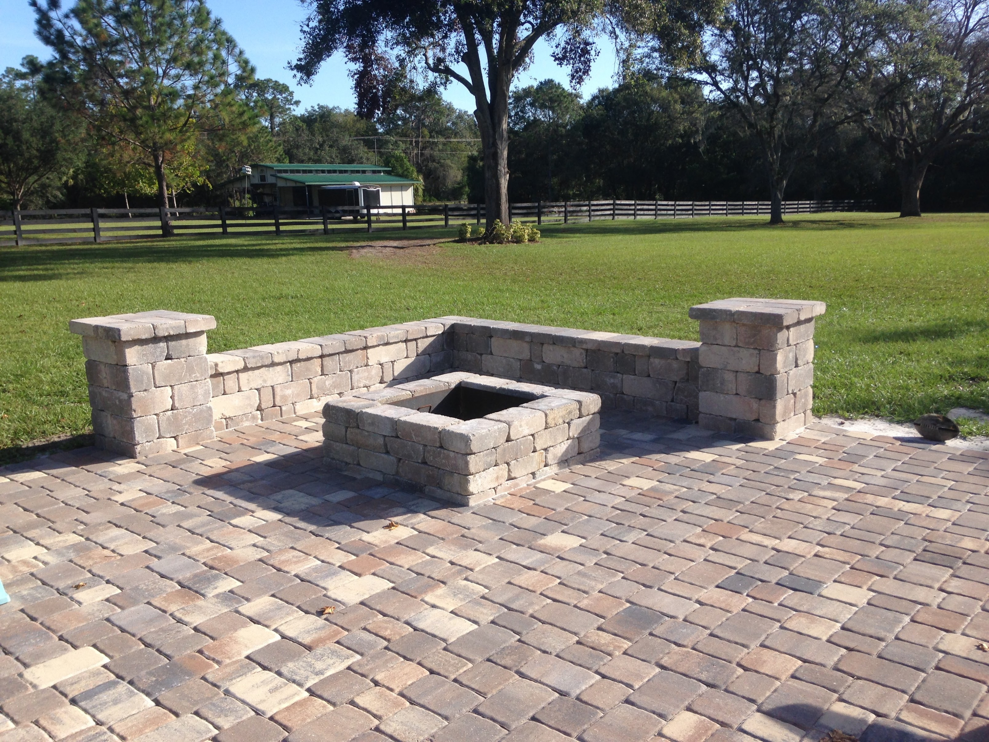 Fire Pits | Bay Brick Pavers on Pavers Patio With Fire Pit id=53527